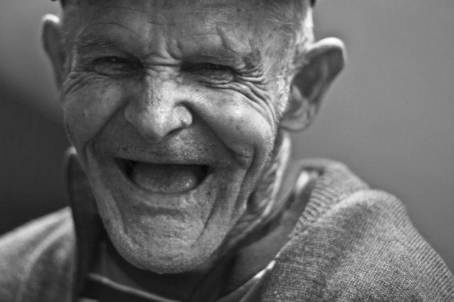 Alter Mann Lachen Digitale Kommunikation
