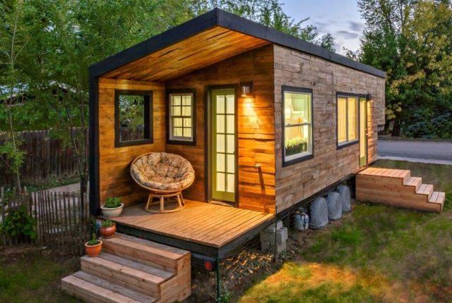 casa ecologica din lemn pe roti