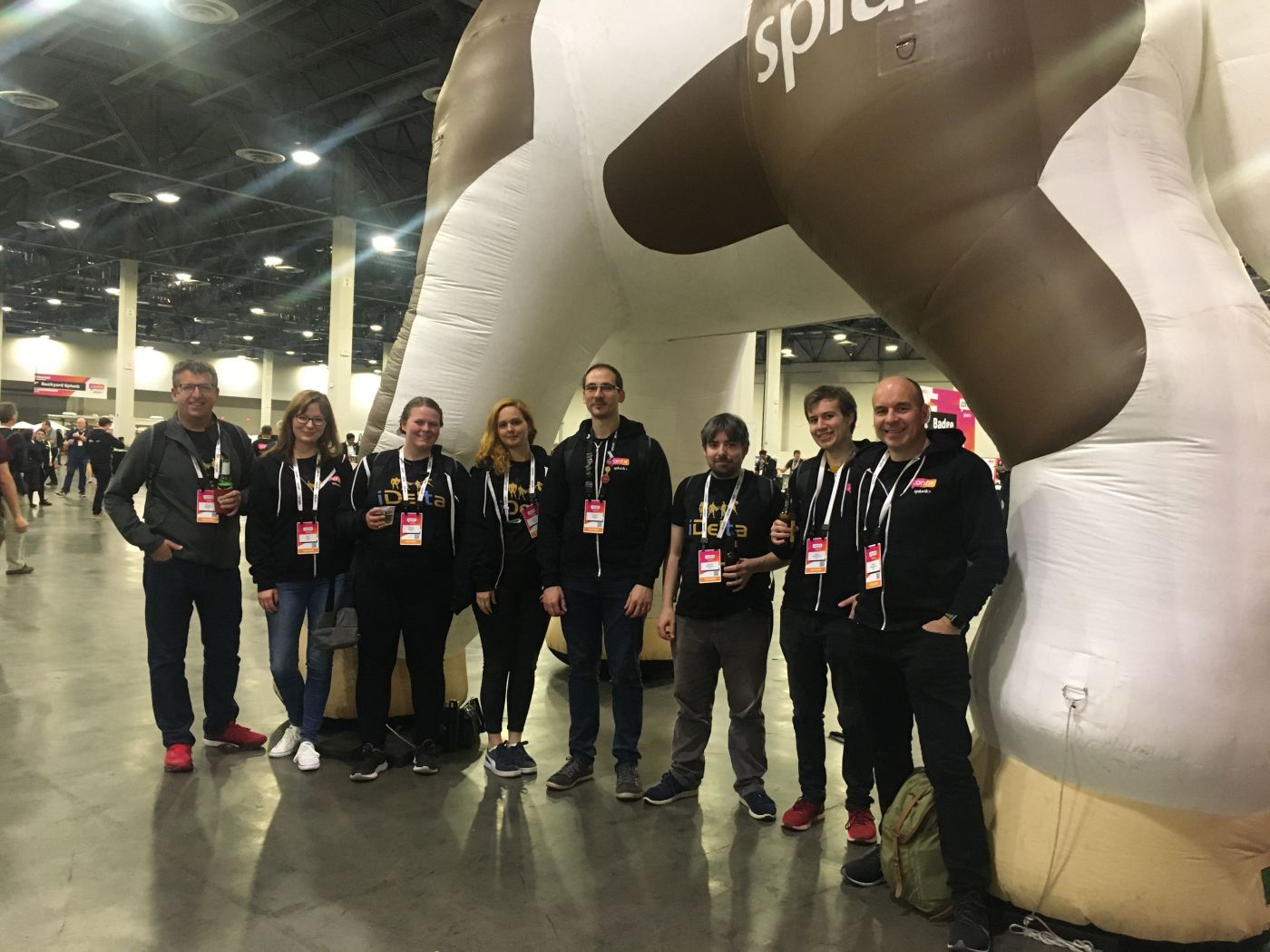 iDelta at Splunk conf19, in front of a giant Buttercup the horse