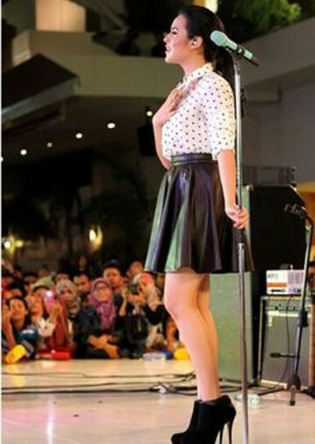 Model Busana Raisa Andriana (4)