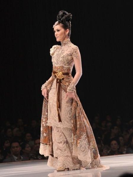 Wedding Dress Kebaya by Anne Avantie