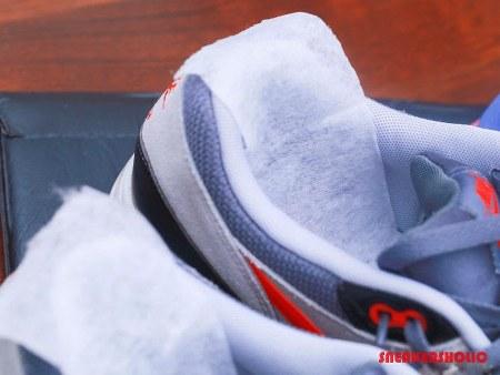 Cara menghilangkan bau sepatu dengan tissue basah