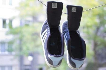 Cara menghilangkan bau sepatu dengan dijemur