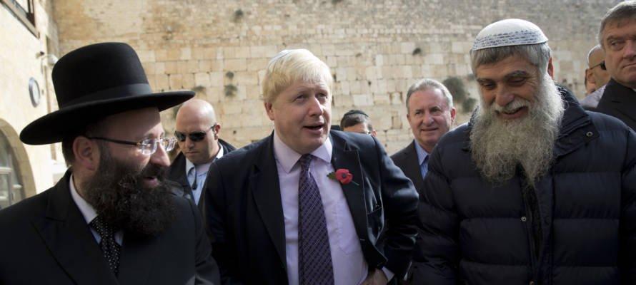 """REGARDER : """"Nous sommes avec vous"""", dit Boris Johnson aux Juifs britanniques dans un message de souhaits pour Hanoukka."""