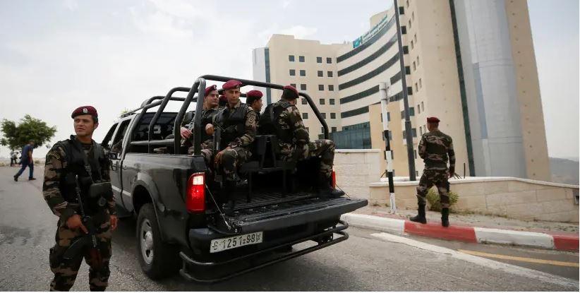 """Un détenu palestinien qui avait """"vendu des terres à des Juifs"""" meurt à l'hôpital de Ramallah"""