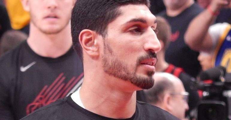 """Une star de la NBA turque défend ses """"frères et sœurs juifs"""""""