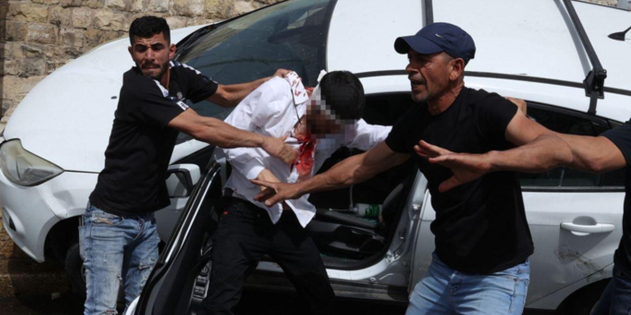 Un policier sauve un conducteur de Jérusalem d'un quasi lynchage alors que la violence s'intensifie dans la capitale.