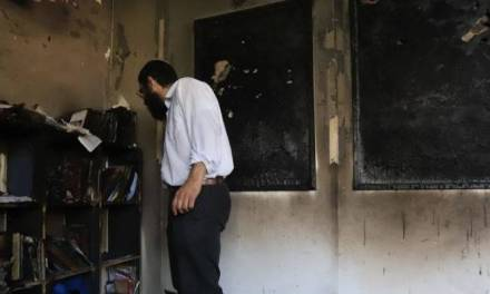 Des émeutiers musulmans en Israël brûlent 10 synagogues et 112 maisons juives