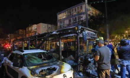 Les Palestiniens lancent une pluie de roquettes sur Israël, tuant une personne de 50 ans et blessant un enfant de 5 ans.