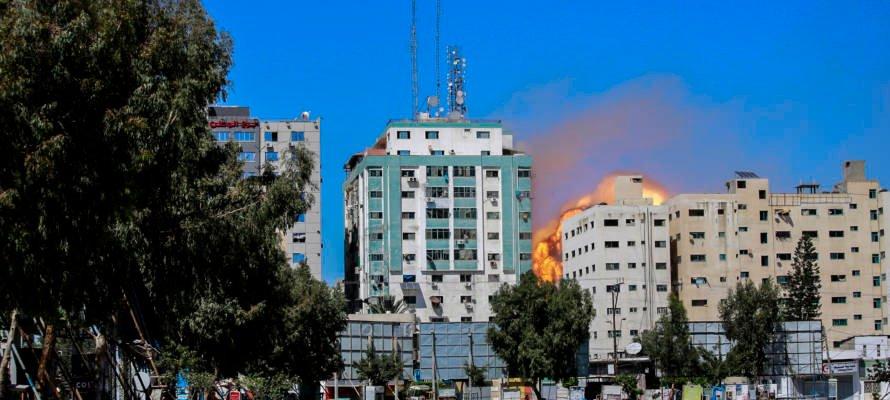 REGARDEZ : Le Hamas utilise les journalistes comme boucliers humains, Israël protège la vie.