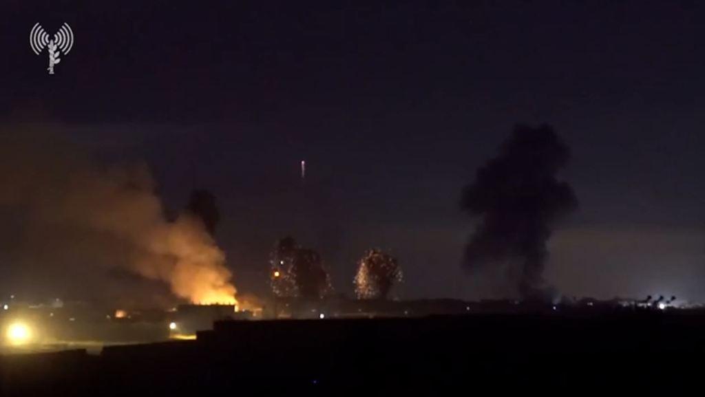 L'infanterie et les troupes du Corps blindé de Tsahal attaquant dans la bande de Gaza pendant les frappes de l'armée de l'air sur les tunnels terroristes souterrains dans la bande de Gaza (Photo : Unité du porte-parole de Tsahal)