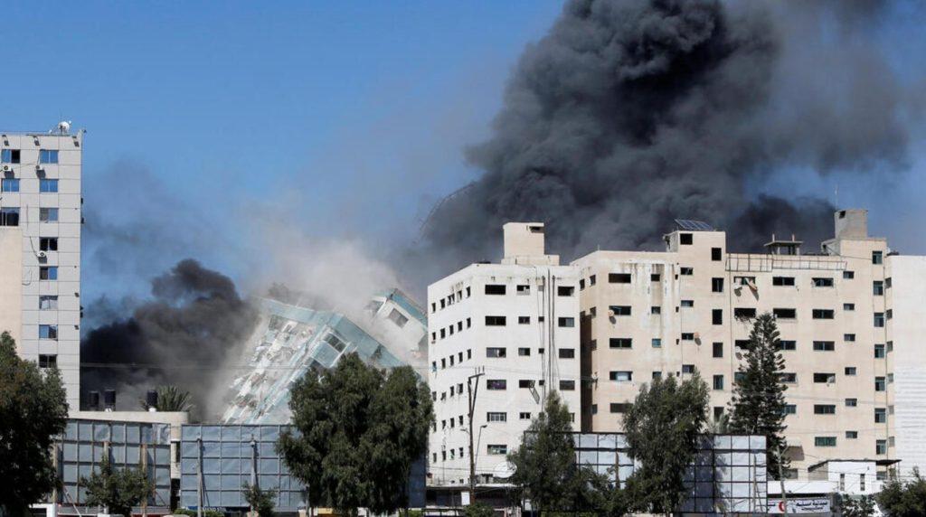 Les FDI détruisent un gratte-ciel à Gaza qui, selon elles, était un site de renseignement du Hamas ainsi que des bureaux de médias étrangers.