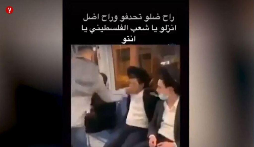 Un arabe giflant un etudiant juif de yeshiva dans le metro.