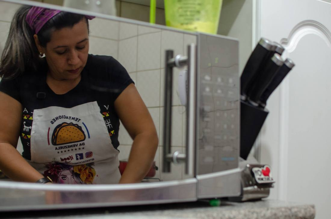 Yilmary Perdomo at work in her kitchen in São Paulo, Brazil. Image credit: Sarita Reed