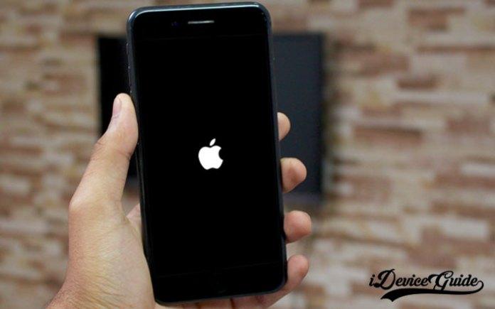 how to fix iphone stuck apple logo