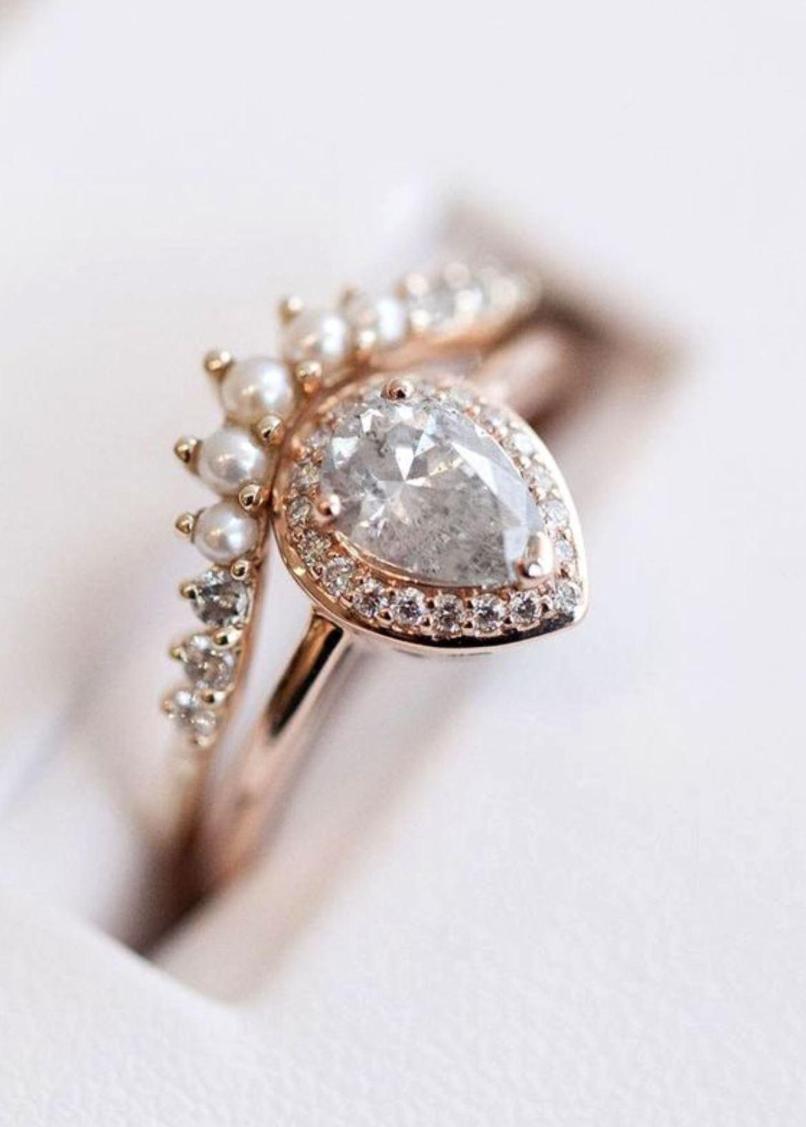 Cincin Pernikahan Diamon atau berlian