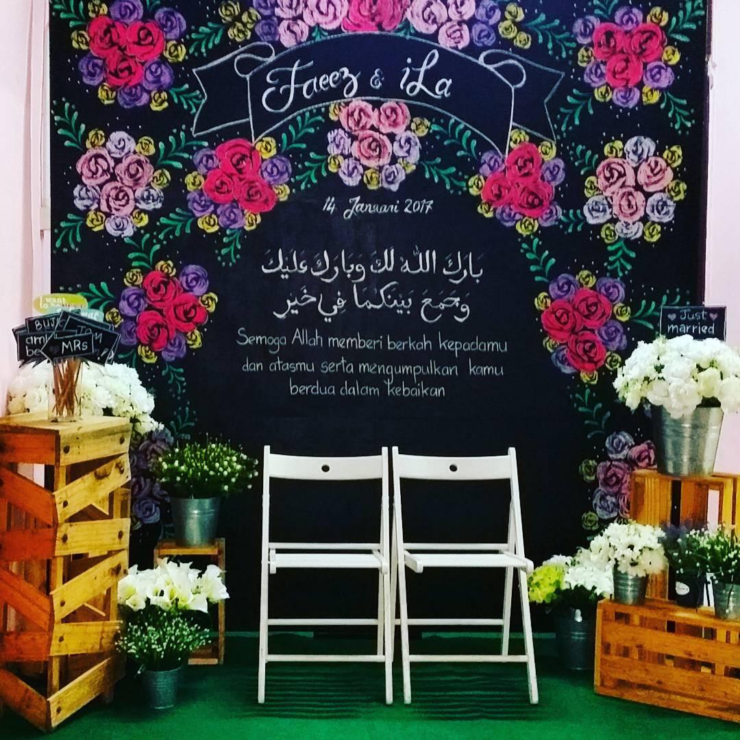 Photo Booth Bergambar Bunga Di Papan Tulis