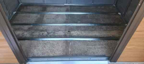 תשתית רצפה פנימית למחסן גינה - בירץ
