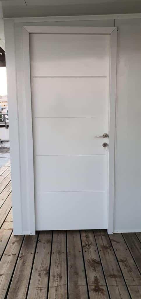 דלת סטנלי למחסן פאנל מבודד