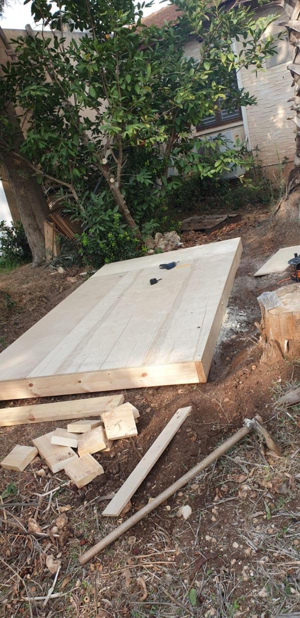 רצפה חיצונית עץ למחסן גינה