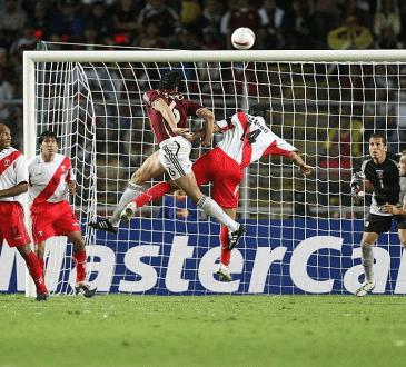 Alejandro Cichero abre el marcador de Venezuela ante Perú en la Copa América 2007. Foto Getty Images