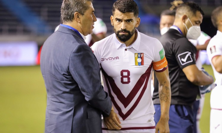 José Peseiro y el capitán Tomás Rincón.