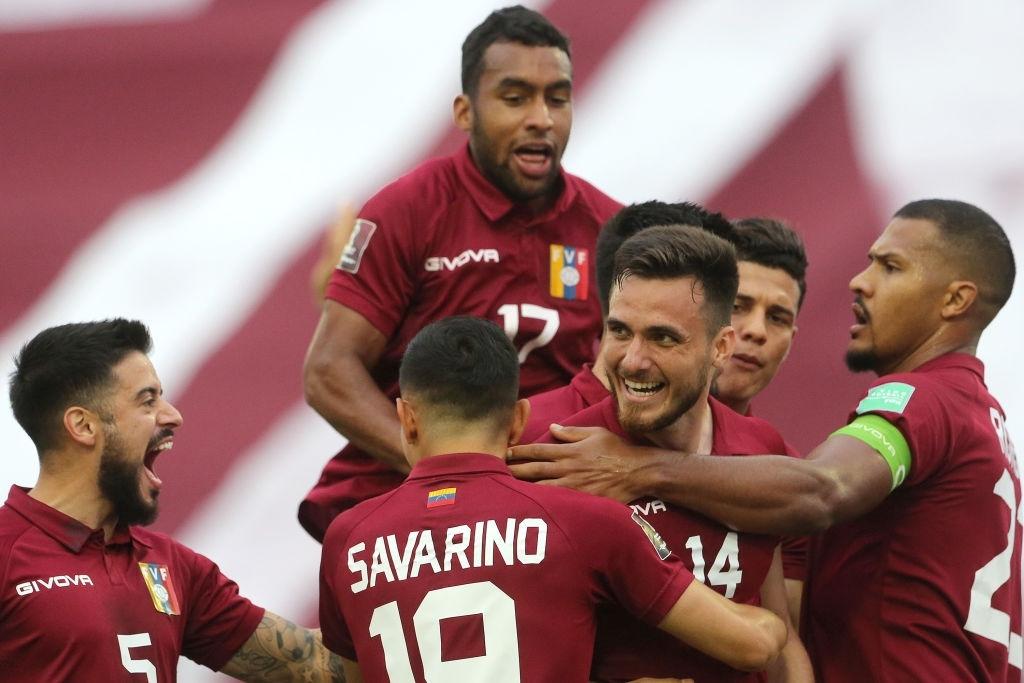 Cristian Cásseres Jr. celebra con el grupo el gol de Luis Mago.