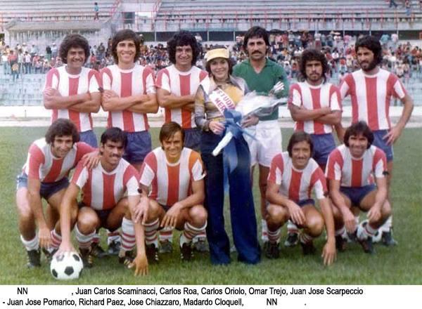 Juan José Scarpeccio, arriba a la derecha con Estudiantes de Mérida