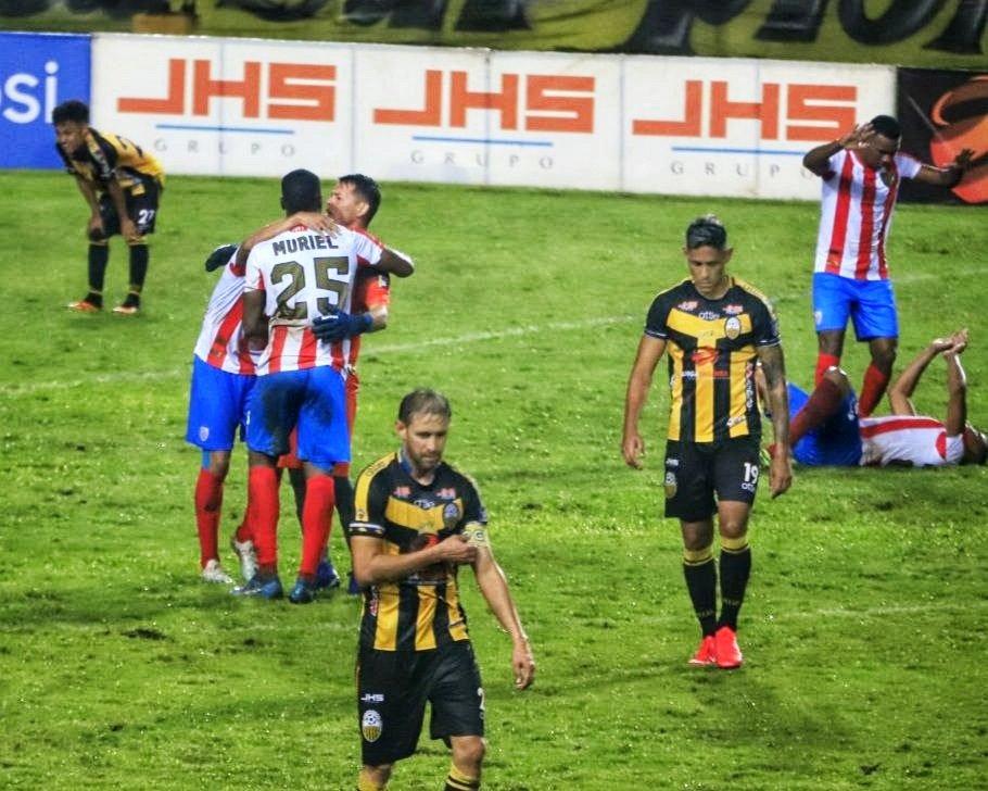 Estudiantes de Mérida luego de la victoria 2-1 sobre Táchira