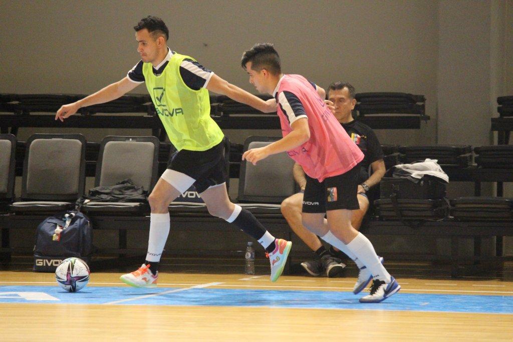 Entrenamiento de la Vinotinto de Futsal