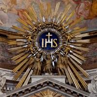 Un Gesuita alla guida: tra Pontefice e Papa Nero