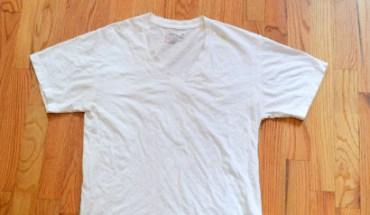 Πώς θα αφαιρέσετε τους κίτρινους λεκέδες από τα λευκά μπλουζάκια σας
