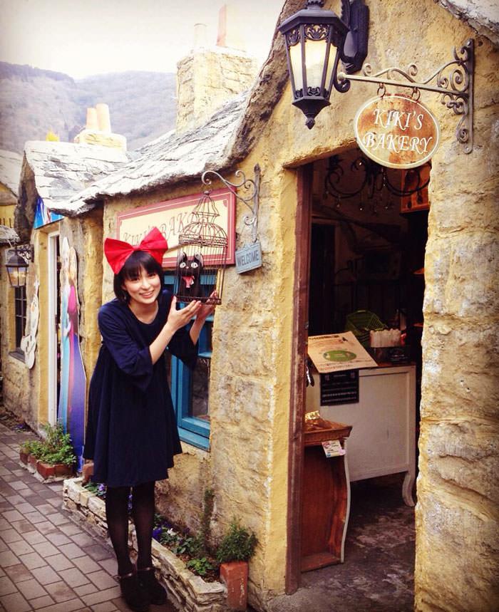 kiki-bakery-studio-ghibli-hayao-miyazaki-yufuin-floral-village-japan-15