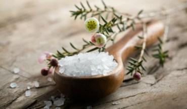 7 Πράγματα που μπορείτε να καθαρίσετε μόνο με αλάτι