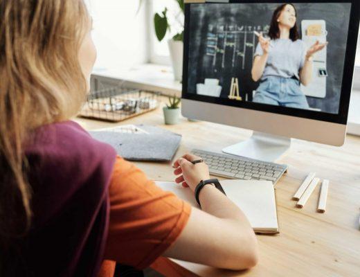 Como seu filho se adaptaria a um curso online para crianças?
