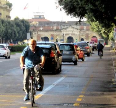 older-cyclists-of-verona-8