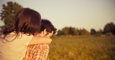 10 Ways To Know if A Guy Likes You