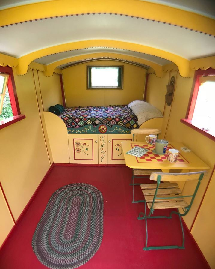 Gypsy Wagon Airbnb Virgnia