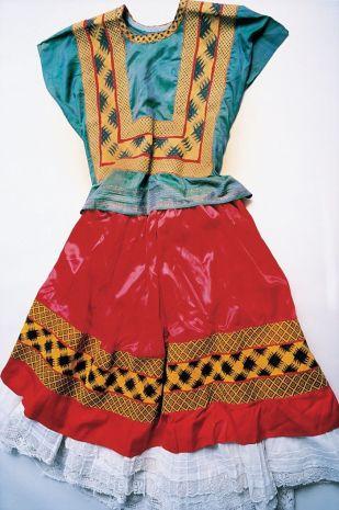 hidden-frida-kahlo-wardrobe-ishiuchi-miyako-3-58f4889b36e1d-jpeg__700