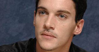 Galeria atualizada – Jonathan Rhys Meyers no set de Dracula