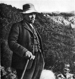 lenin-in-hiking-gear