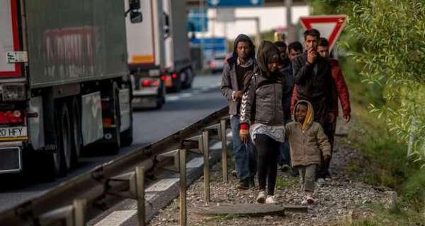 UK, France fail to tackle migrant crisis, urge EU-wide ...