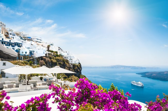 Crisis-hit Greece rules out vaccine requirement for tourists | Daily Sabah
