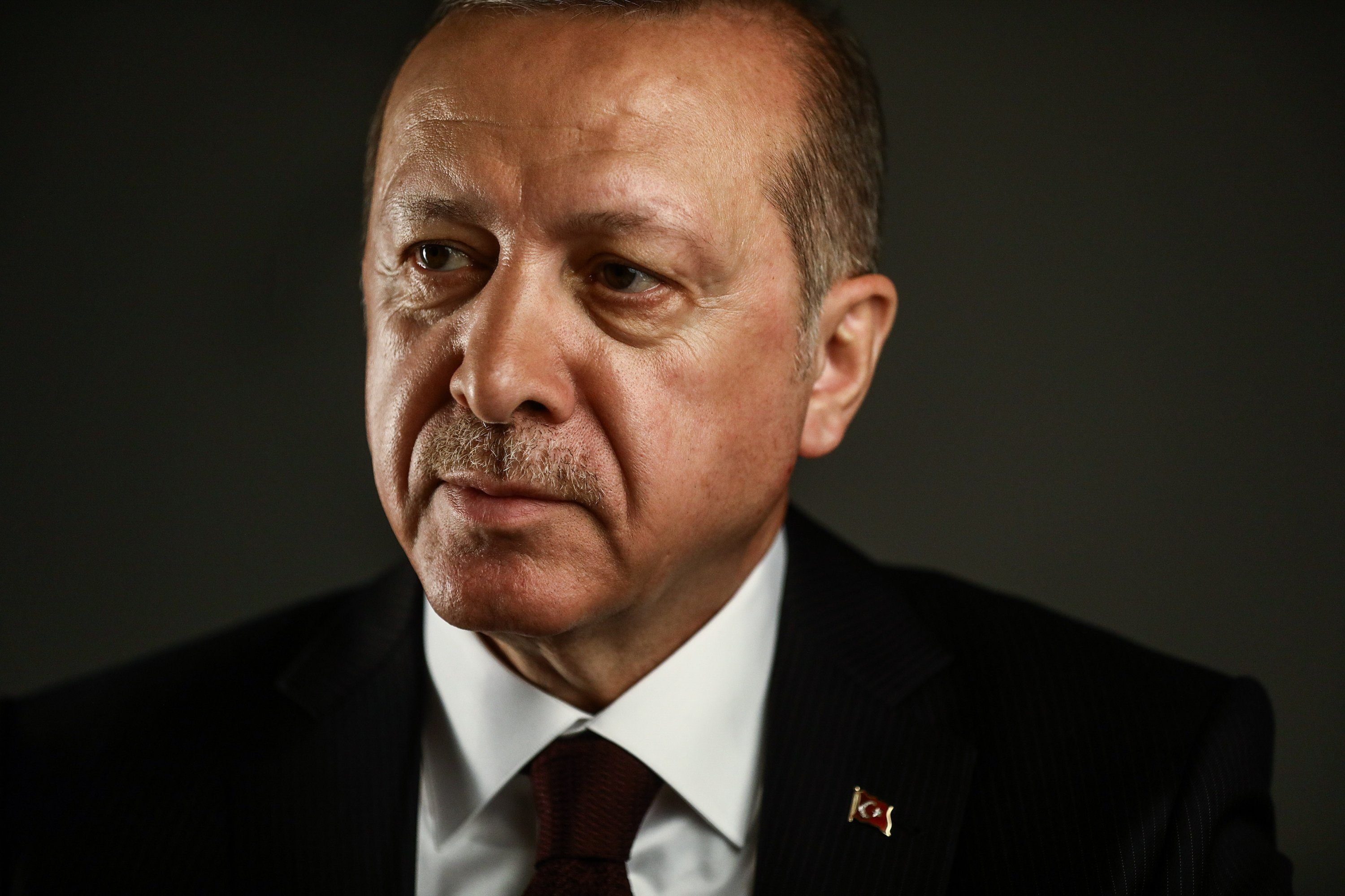 President Recep Tayyip Erdoğan poses for a photograph following a Bloomberg Television interview in London, U.K., May 14, 2018. (Getty Images Photo)
