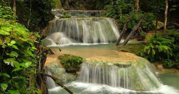 Air terjun tiga tingkat di tempat wisata padang