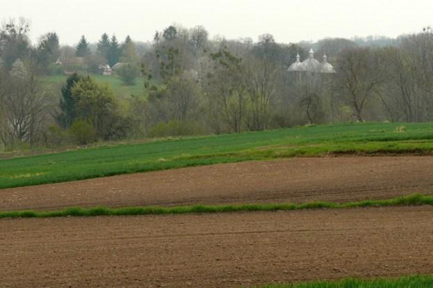 widok na wieś Liski z dawnej drogi z Nowosiółek