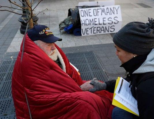 Homeless-veteran-on-street