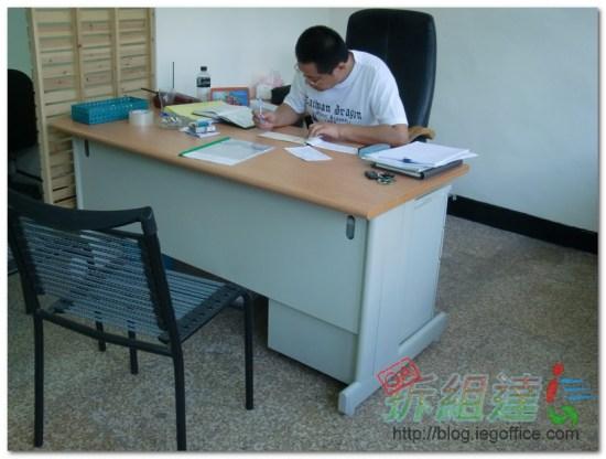辦公家具-辦公桌