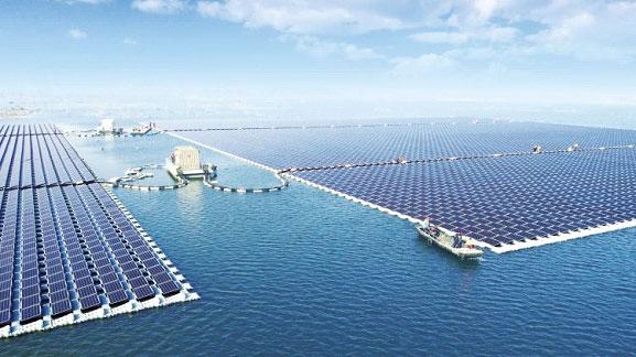 โรงไฟฟ้าพลังงานแสงอาทิตย์แบบฟาร์มลอยน้ำขนาดใหญ่ที่สุดในโลก ของประเทศจีน