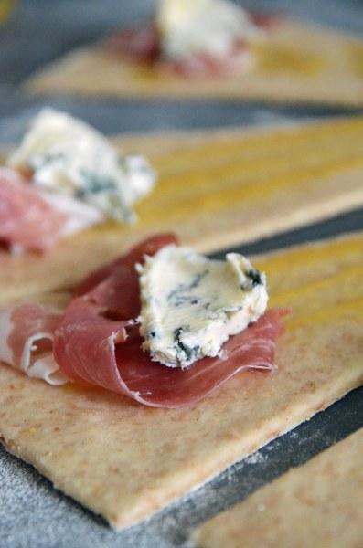 Et alternativt fyll er gorgonzola og serranoskinke.